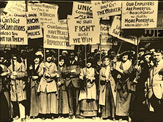 Trabalhadores protestando pela criação do salário mínimo em Massachusetts (EUA) em 1912.